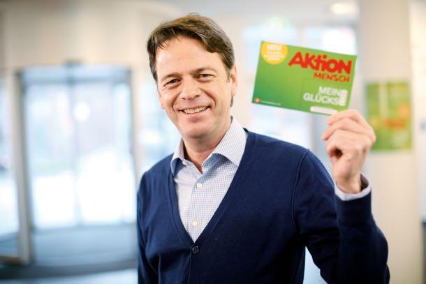 Das Foto zeigt den neuen Aktion Mensch-Botschafter Rudi Cerne.